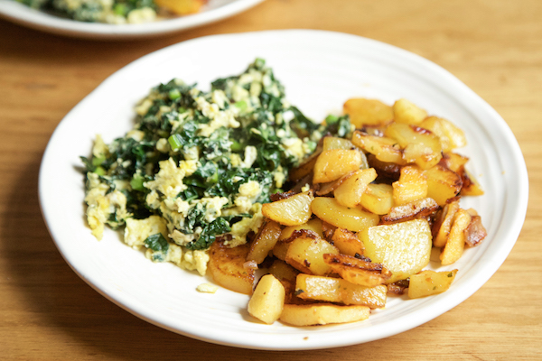 Whole30 Meal Plan Day 27: breakfast - scrambled eggs and kale